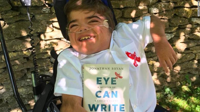 बेलायतमा १२ वर्षका बोल्न नसक्ने बच्चाले लेखे किताब