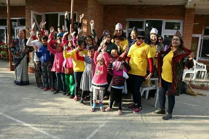 अनाथ तथा गरिब बालबालिकालाई सहयोग